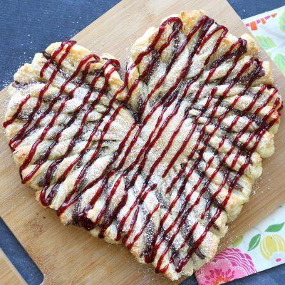 Raspberry Nutella puff pastry heart: easy Valentine's dessert!