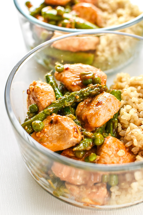 Spicy chicken and asparagus bowls with brown rice