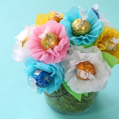 Make a chocolate truffle candy bouquet! {Perfect for moms and teachers}