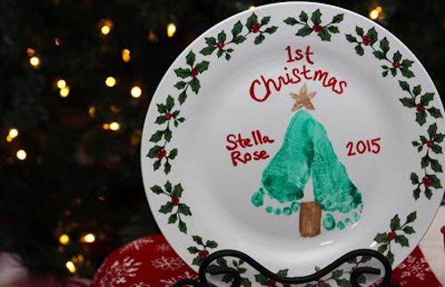 Cute baby's first Christmas keepsake plate DIY | 30 best handprint and footprint art ideas
