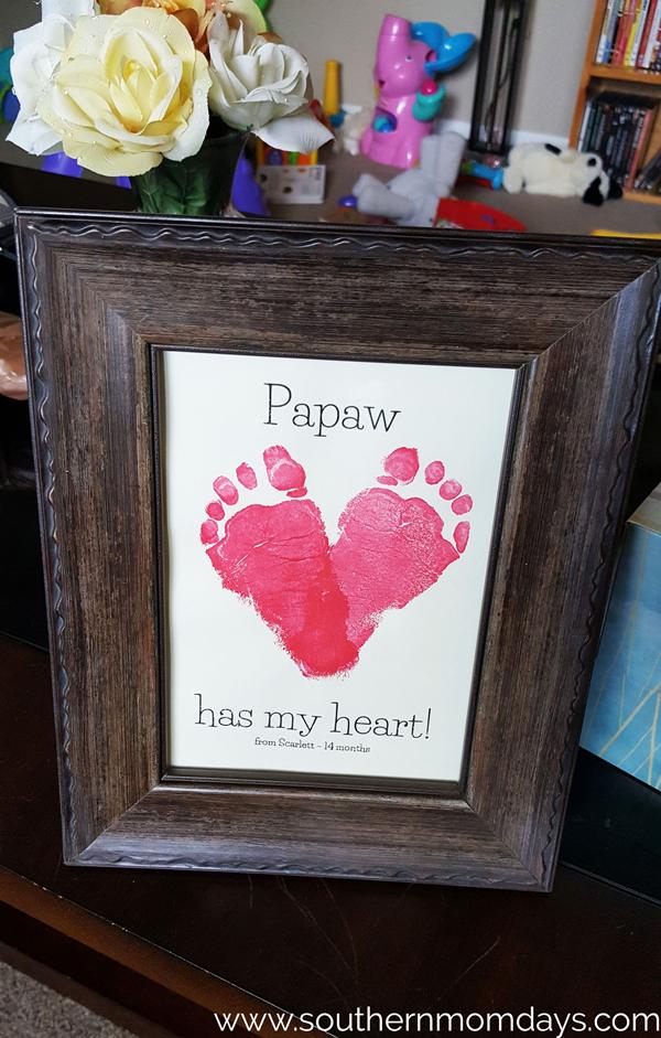 Sweet footprint heart print DIY | 30 best handprint and footprint projects