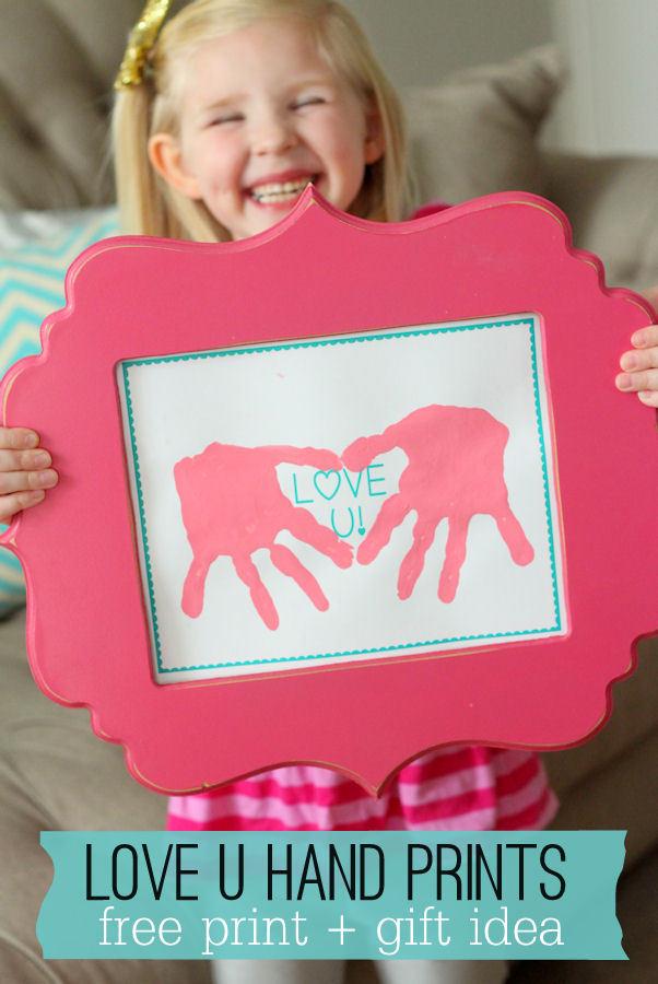 Cute handprint art! DIY gift idea. 30 best handprint art ideas.