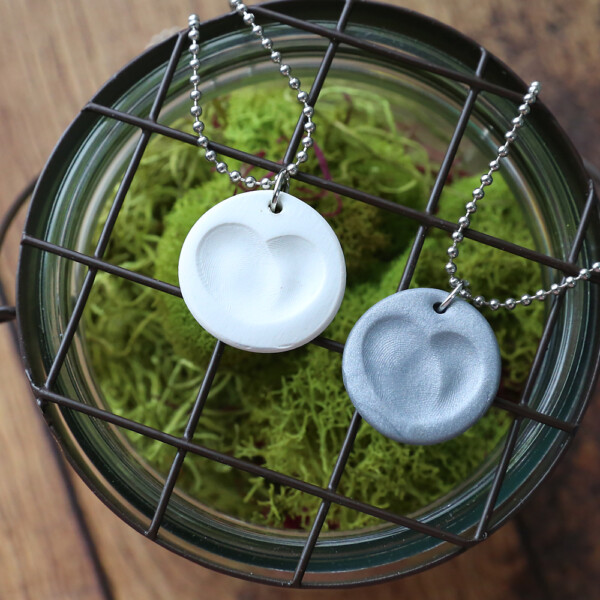 How to make a fingerprint necklace. Click through for easy directions. DIY Mother's Day gift idea.
