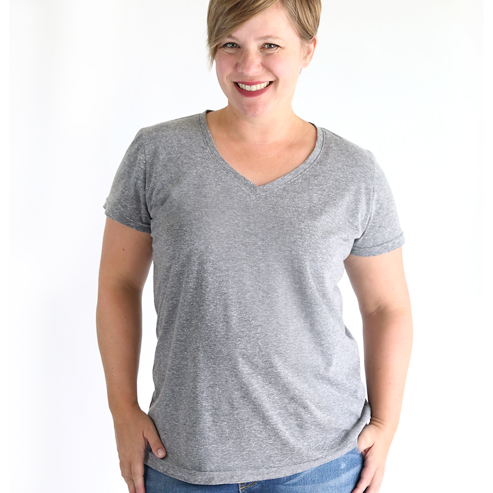 How to sew a v-neck t-shirt. Click through for the free sewing pattern and tutorial.