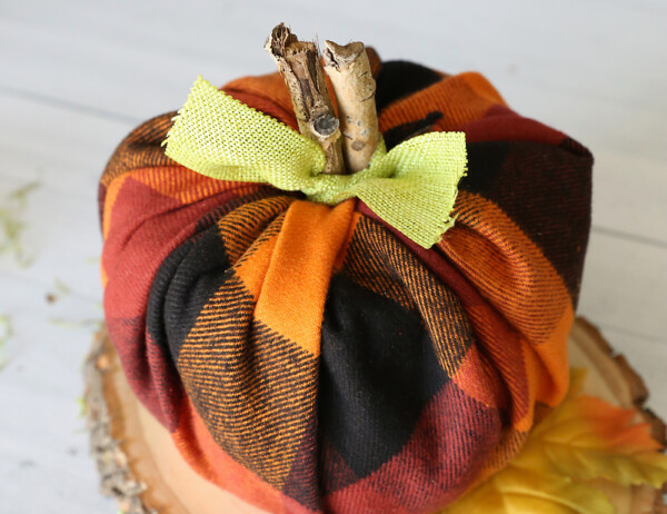 The cute plaid flannel pumpkins are made with toilet paper rolls! Easy fall craft idea.