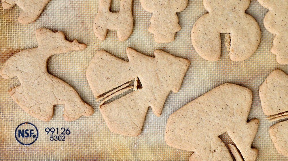 Cutting the notch from a 3D gingerbread cookie