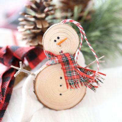 Make an easy wood slice snowman Christmas ornament