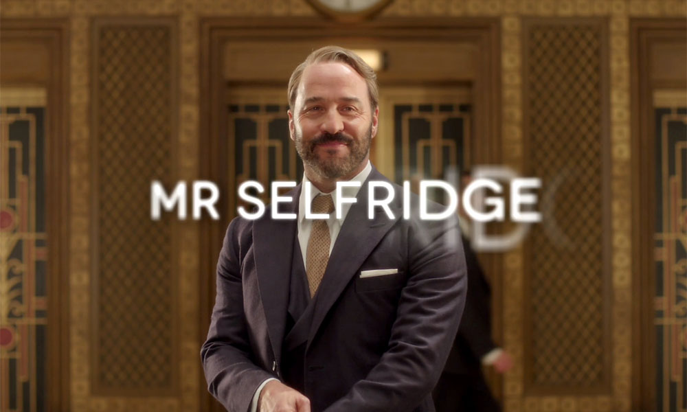 Jeremy Piven wearing a suit and tie in the show Mr. Selfridge