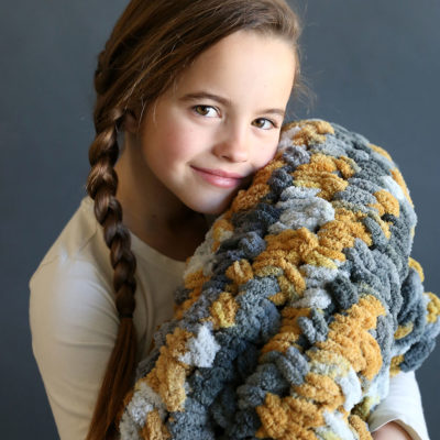 Make a gorgeous cable knit blanket with looping yarn (it's so easy!!)