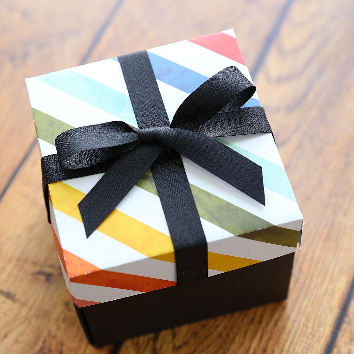 Explosion gift box.