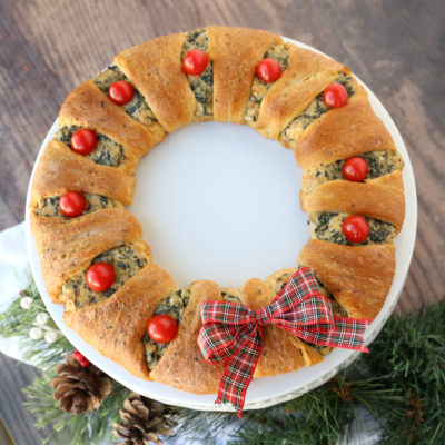 Spinach Dip Crescent Wreath {easy Christmas appetizer!}