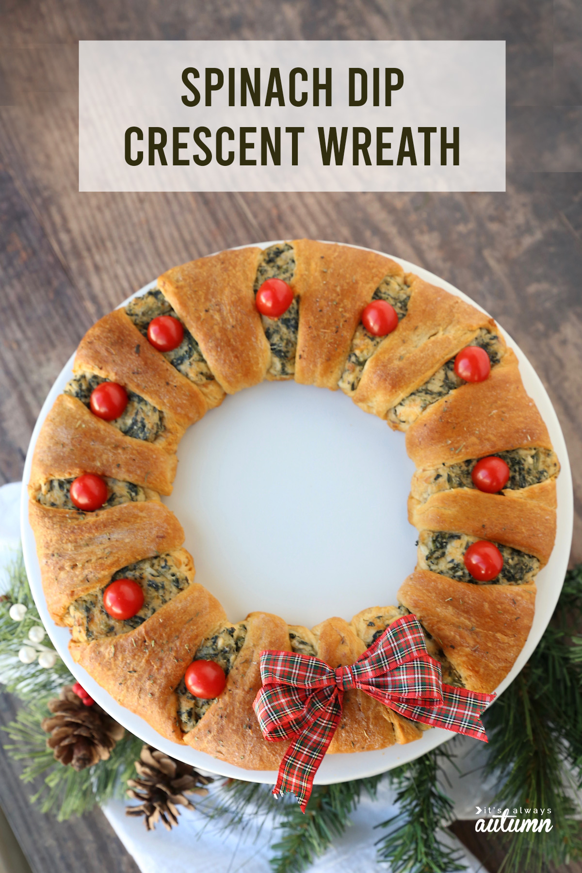 Spinach dip crescent wreath is a gorgeous holiday appetizer - perfect for Christmas parties!