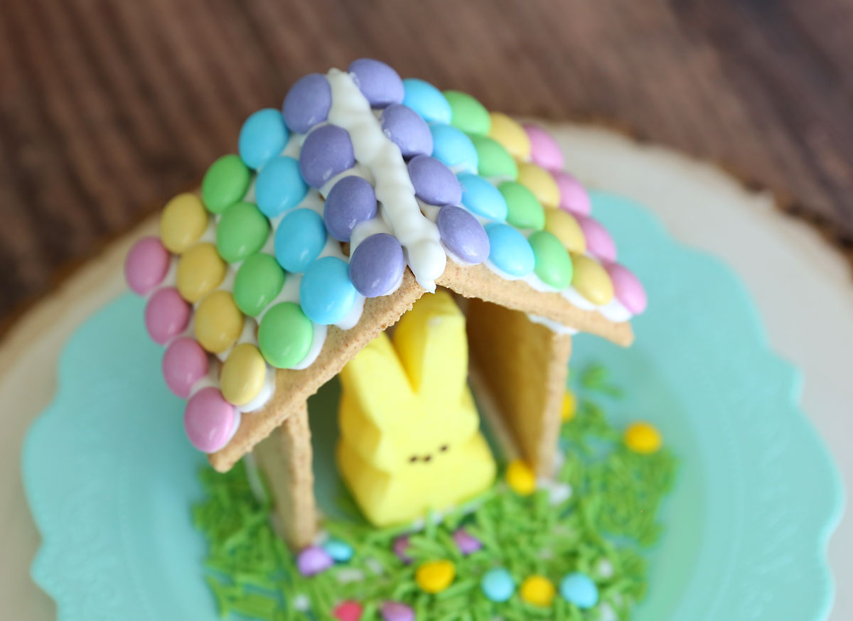 How to make cute Peeps houses for Easter! Easter gingerbread houses.