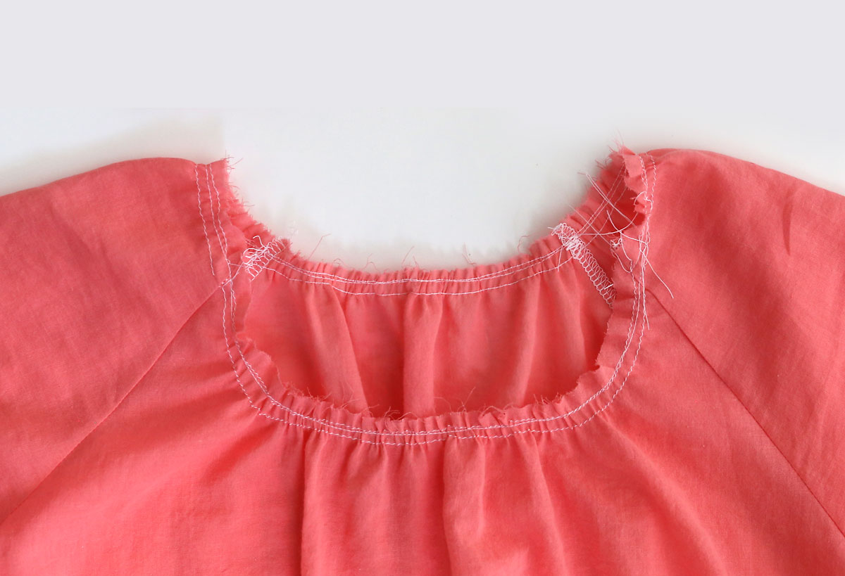 Gathered blouse: gather the neckline