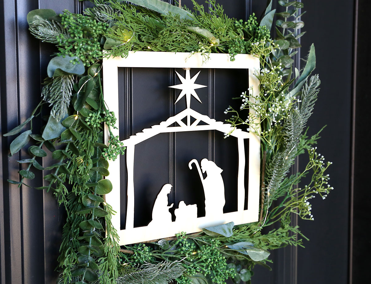 Side view of nativity wreath