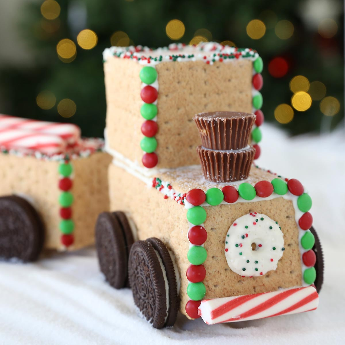 Graham cracker train engine