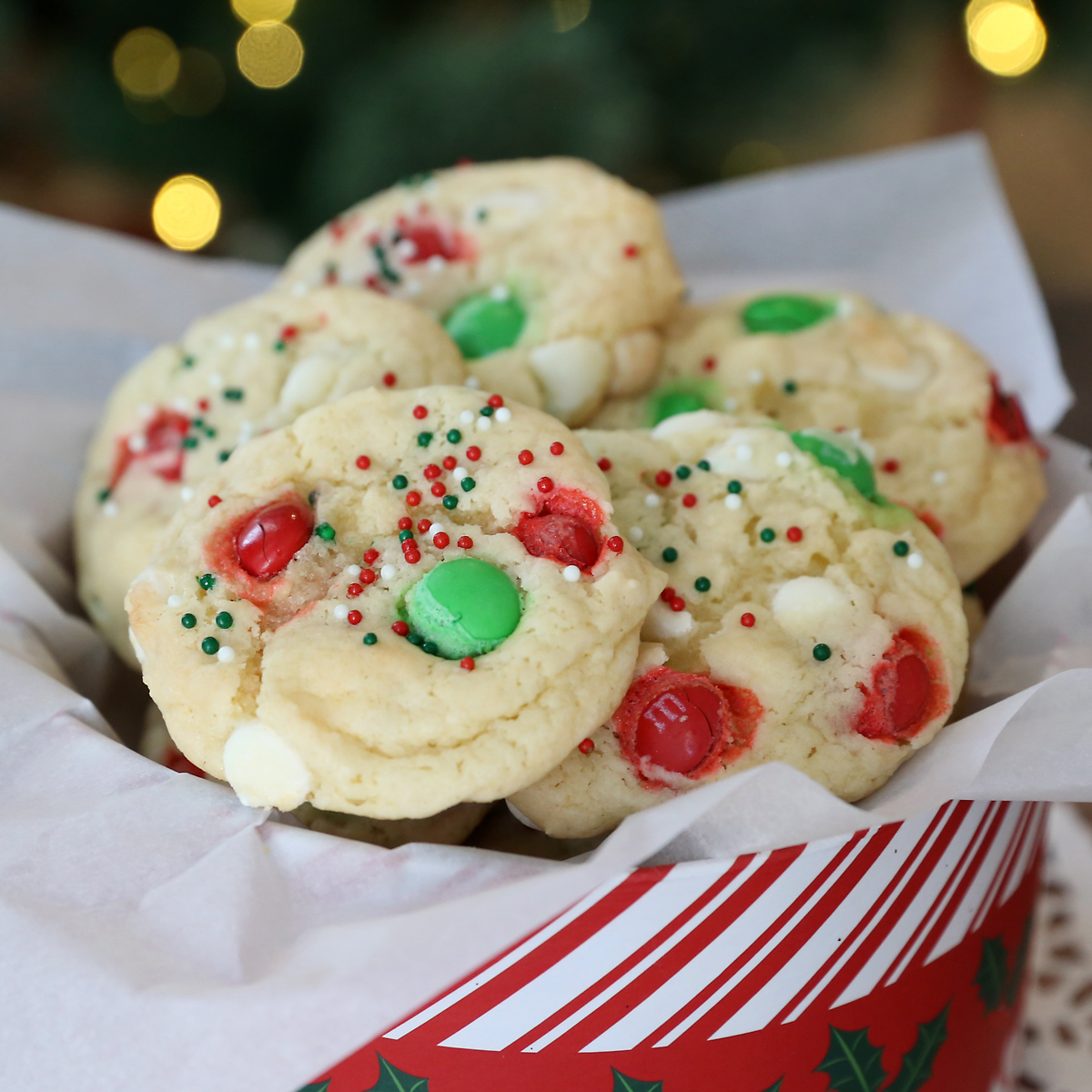 Vanilla cookies with Christmas sprinkles and M+Ms