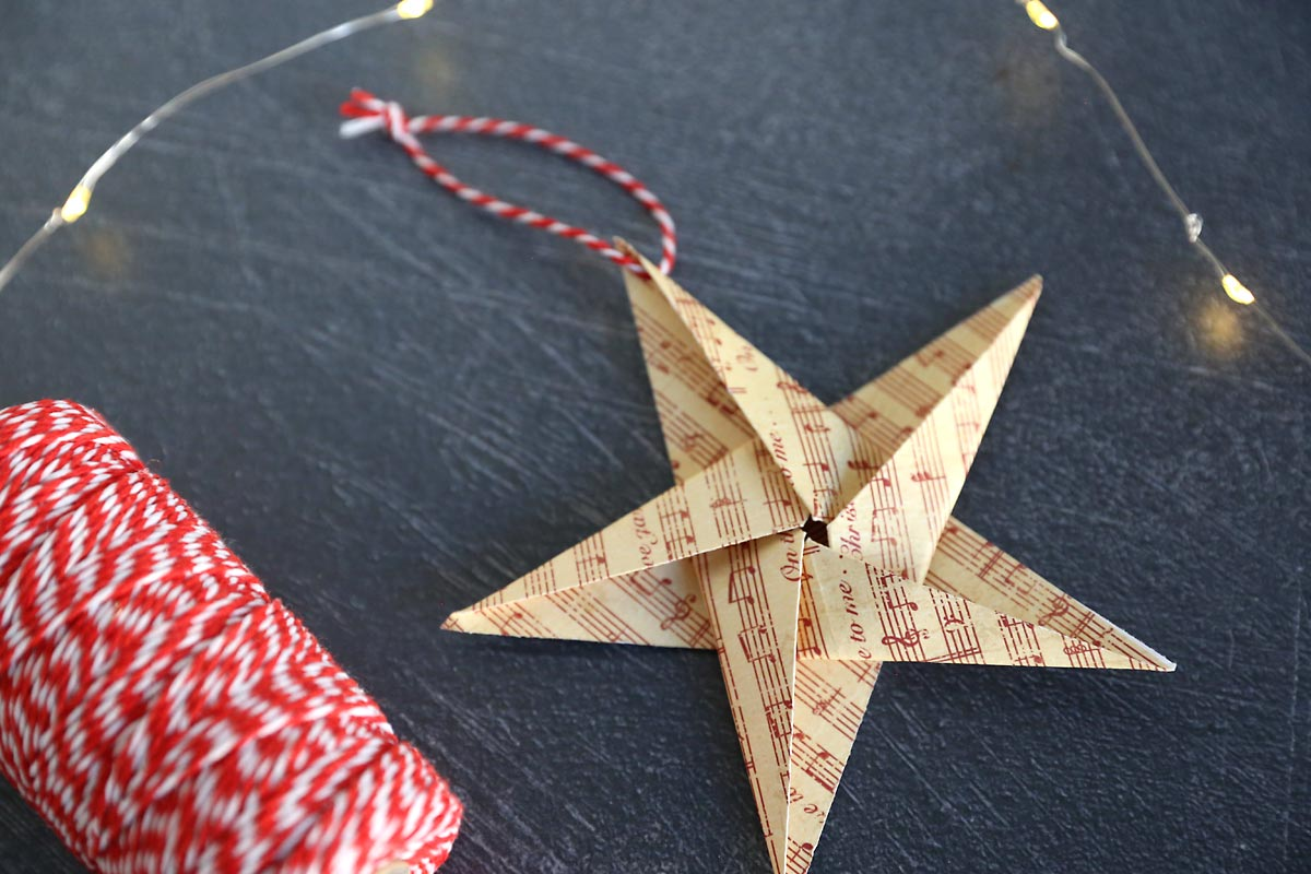 Paper origami star with twine