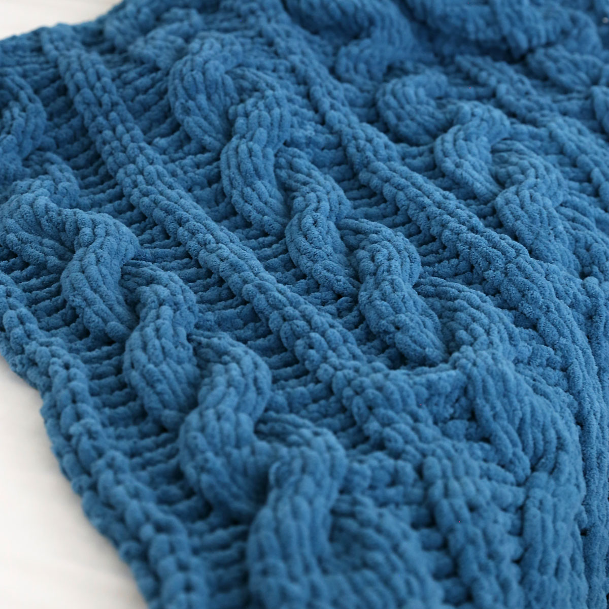 Cable knit blanket made from loop yarn