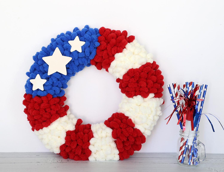 DIY American flag loop yarn wreath, with patriotic decoration