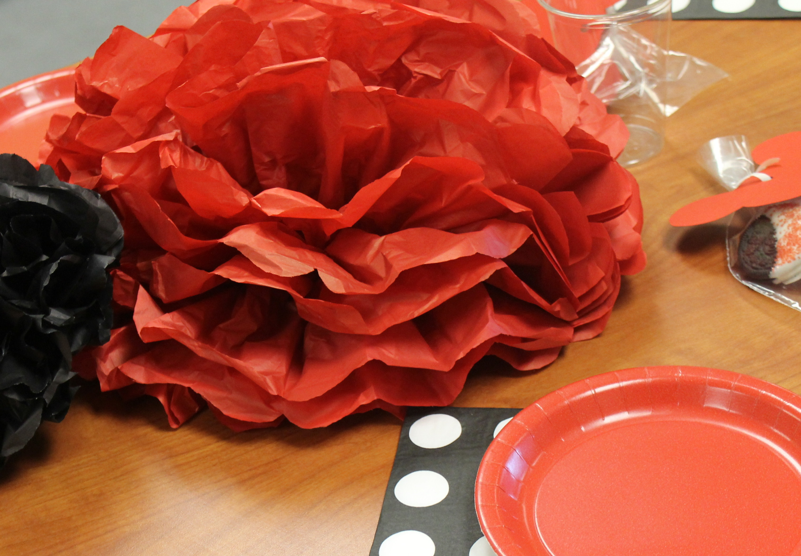 black and red table decorations for party photograph d