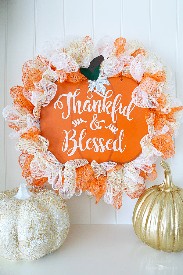 Amazing DIY ideas to help decorate your porch for fall.