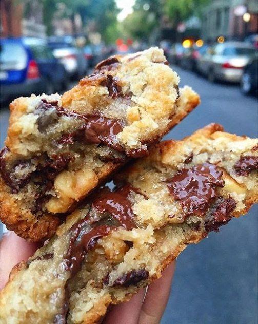 levain bakery chocolate chip walnut cookie new york nyc