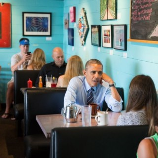 Obama at Magnolia Cafe in Austin, Texas