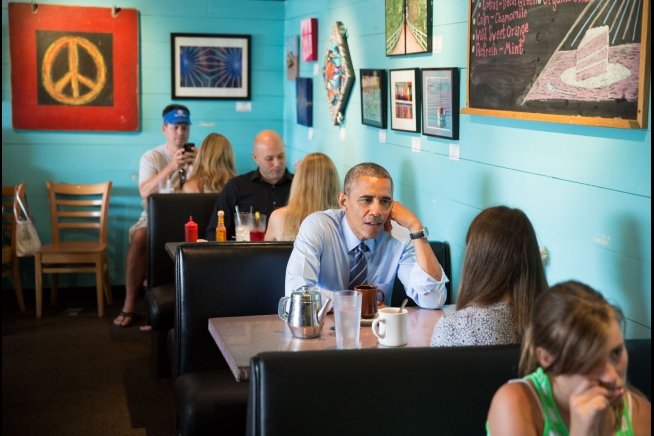 Obama at Magnolia Cafe in Austin, Texas