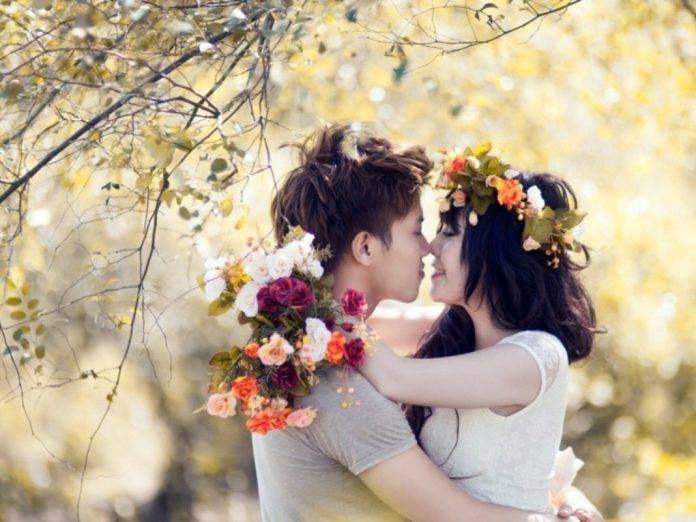 Romantic-Love-Couple-Kissing-In-Garden-Full-HD-Photo