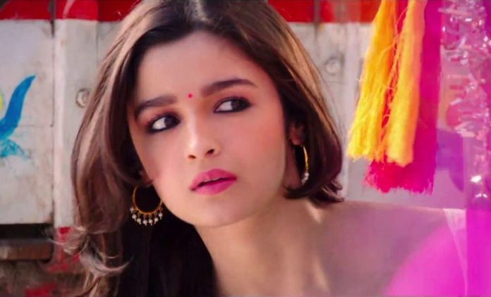 download-photos-of-alia-bhatt-from-humtpy-sharma-ki-dulhania-8467