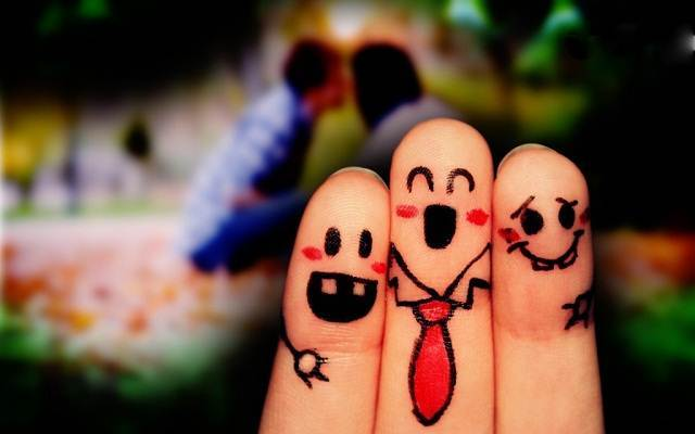 Friendship Day HD Images Fingers-Love-Wallpapers-for-PC-Desktop friendship day 2015-min