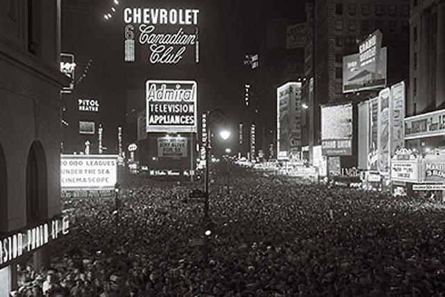 https://i2.wp.com/itsfreshradio.com/wp-content/uploads/2012/01/NYC-Times-Square-1904-640_s640x427.jpg