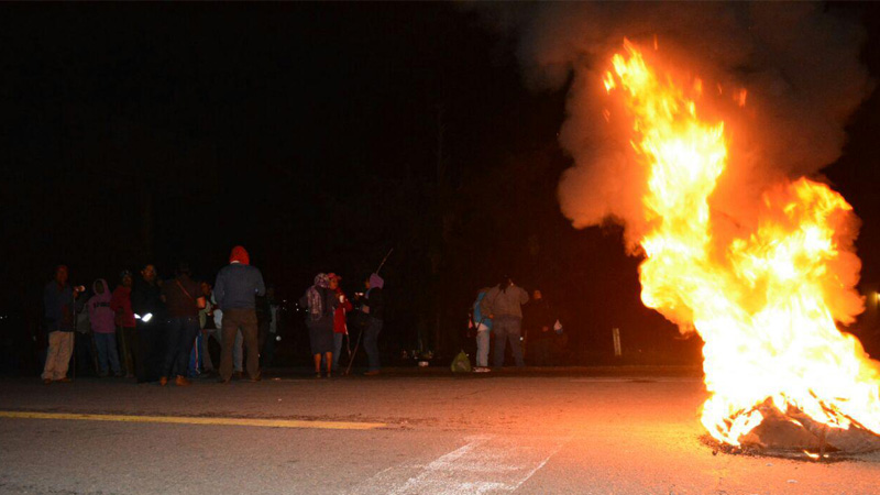 burning-nochixtlan-barricade