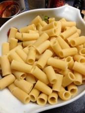 cooked rigatoni pasta