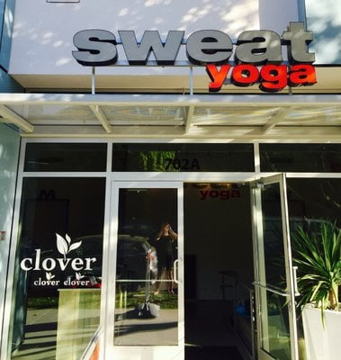 Sweat Yoga studio in Santa Monica | itsjoulife.com