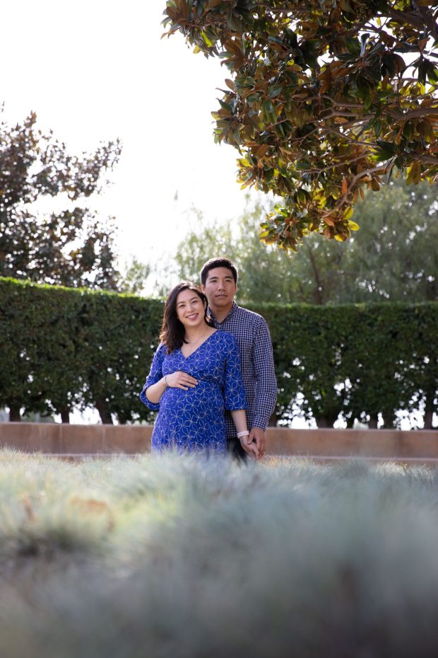 Sculpture Garden Maternity Session via It's Jou Life blog - https://wp.me/p7RBMP-1rv
