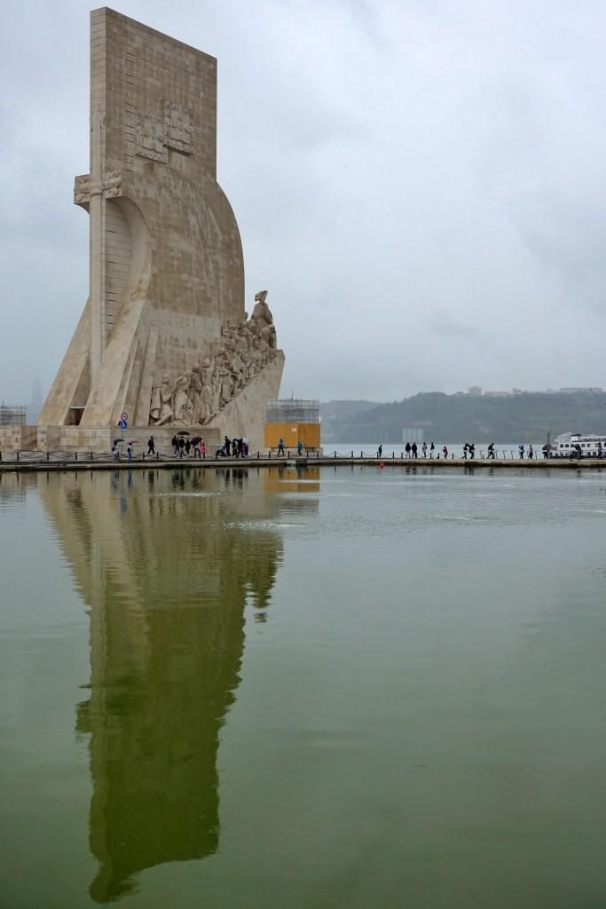 Padrão dos Descobrimentos reflected in a lake