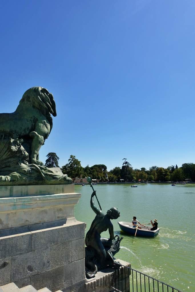 Retiro Parque lake with statues