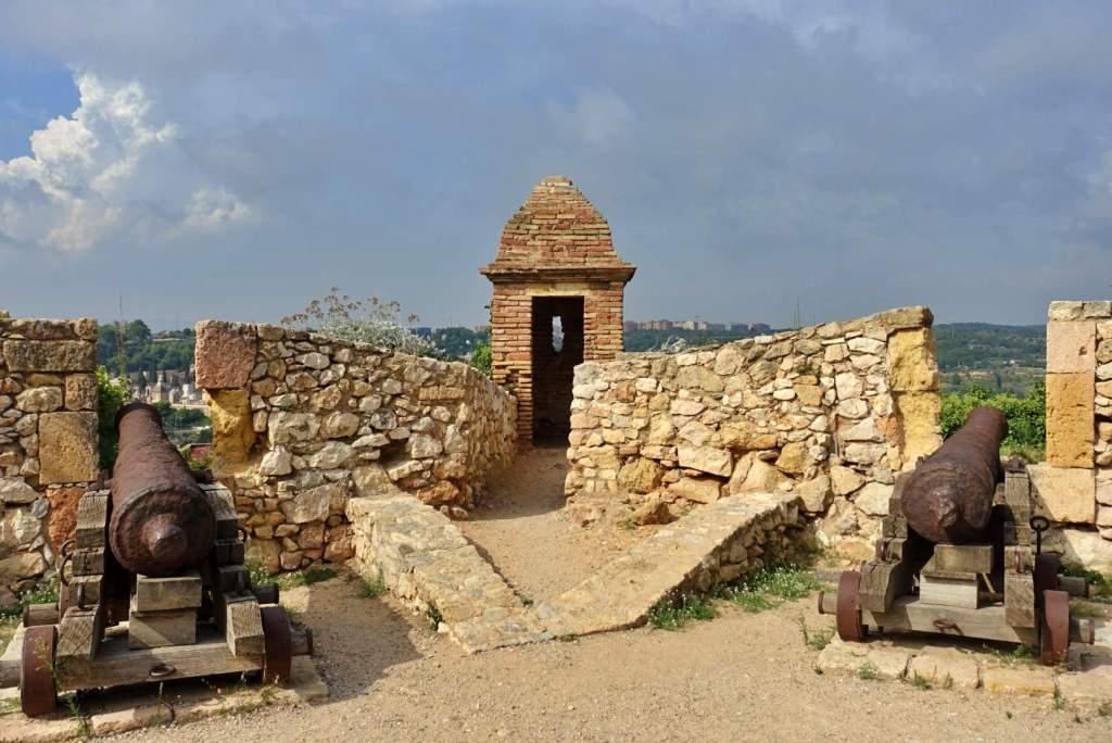 Cannons on Tarragona city walls