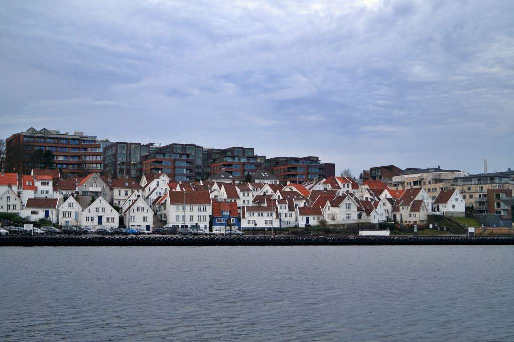 Gamle Stavanger, white houses by the water