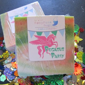 Pegasus Party Exfoliating Oatmeal Soap Bar Smells Like Fresh Laundry (2)
