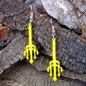 aquaman trident 3 pointed spear dangle earrings
