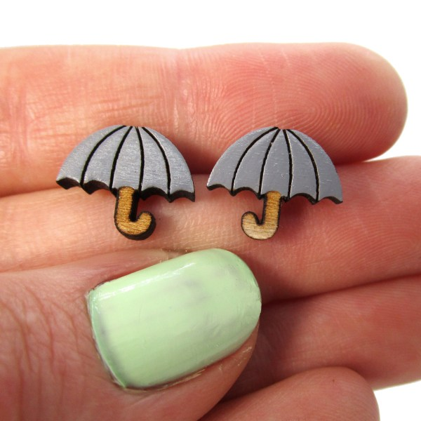 gray umbrella held by fingers to show size