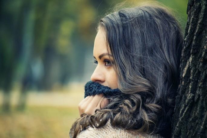 girl looking away 1995624 1920