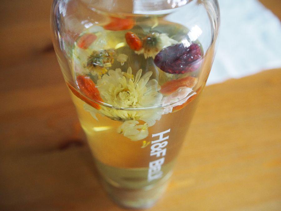 H&F BELXで中国の八宝茶を入れました。菊花が開き目にも鮮やか