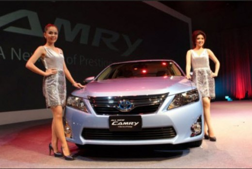 new-toyota-camry-2013 with girl picture
