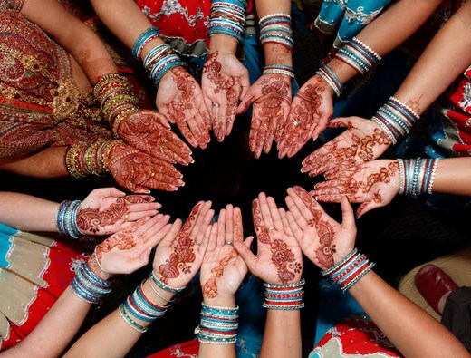 Simple-and-decent-Mehndi-design-for-woman-hand-2013 2014
