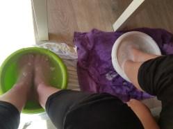 Even lekker met onze moeie voeten in een teiltje water :-)