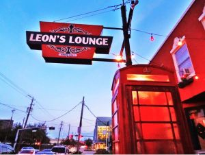 Leons-Lounge-British-Pub-in-Midtown